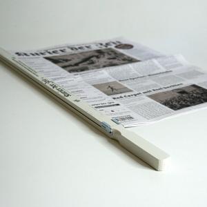 Zeitungsstange mit Zeitung