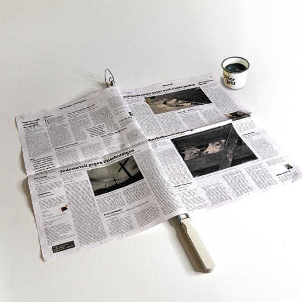 Bild Kurier der Zeit mit Zeitungsstange